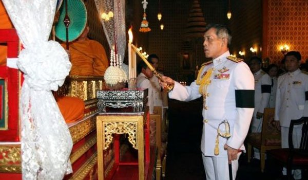 Thai coronation delayed for a year