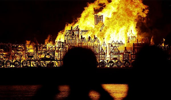 London 'alight' for Great Fire retelling (pics)