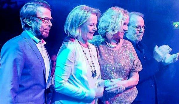 Abba give first performance in 30 years