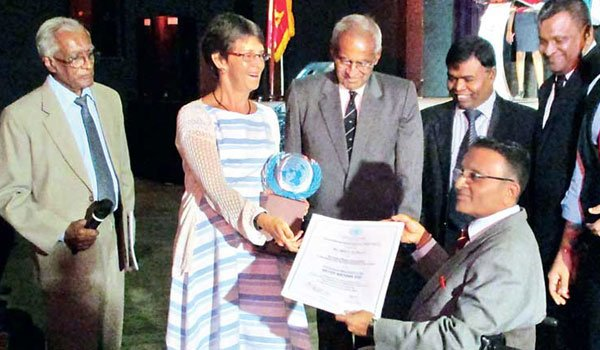 Dr. Ajith Perera wins UNASL APEX Award